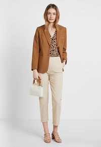 Zalando Essentials - Pantalones - safari - 1