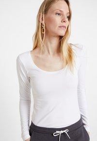 Zalando Essentials - T-shirt à manches longues - white - 3