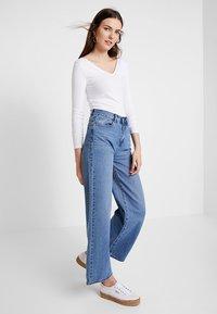 Zalando Essentials - Long sleeved top - white - 1