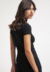 Zalando Essentials - 2 PACK - Basic T-shirt - black/black - 3
