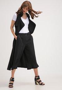 Zalando Essentials - 2 PACK - T-shirt basique - black/white - 1