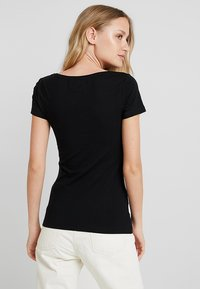 Zalando Essentials - 2 PACK - Camiseta básica - black/black - 2