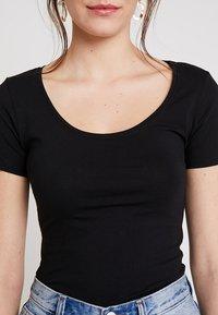 Zalando Essentials - 3 PACK - Camiseta básica - black/white/dark grey - 5