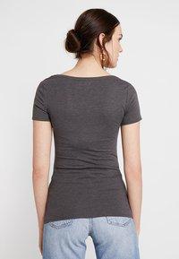 Zalando Essentials - 3 PACK - Camiseta básica - black/white/dark grey - 3