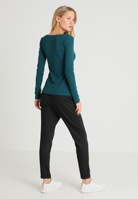 Zalando Essentials - Long sleeved top - evergreen - 2