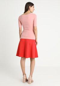 Zalando Essentials - T-shirts - blush - 2