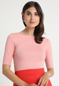 Zalando Essentials - T-shirts - blush - 0