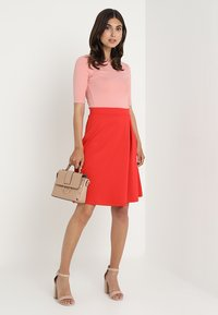 Zalando Essentials - T-shirts - blush - 1