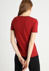 Zalando Essentials - Basic T-shirt - red dahlia - 2