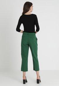Zalando Essentials - T-shirt à manches longues - black - 2