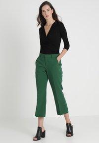 Zalando Essentials - T-shirt à manches longues - black - 1