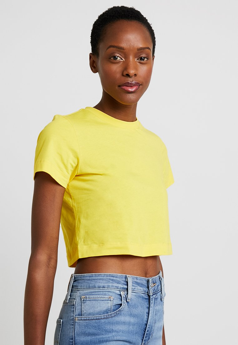 Zalando Essentials - Basic T-shirt - freesia