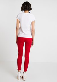 Zalando Essentials - T-shirts - bright white - 2
