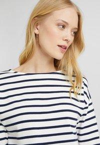 Zalando Essentials - T-shirt à manches longues - white/dark blue - 3