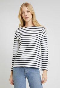 Zalando Essentials - T-shirt à manches longues - white/dark blue - 0