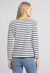 Zalando Essentials - T-shirt à manches longues - white/dark blue - 2