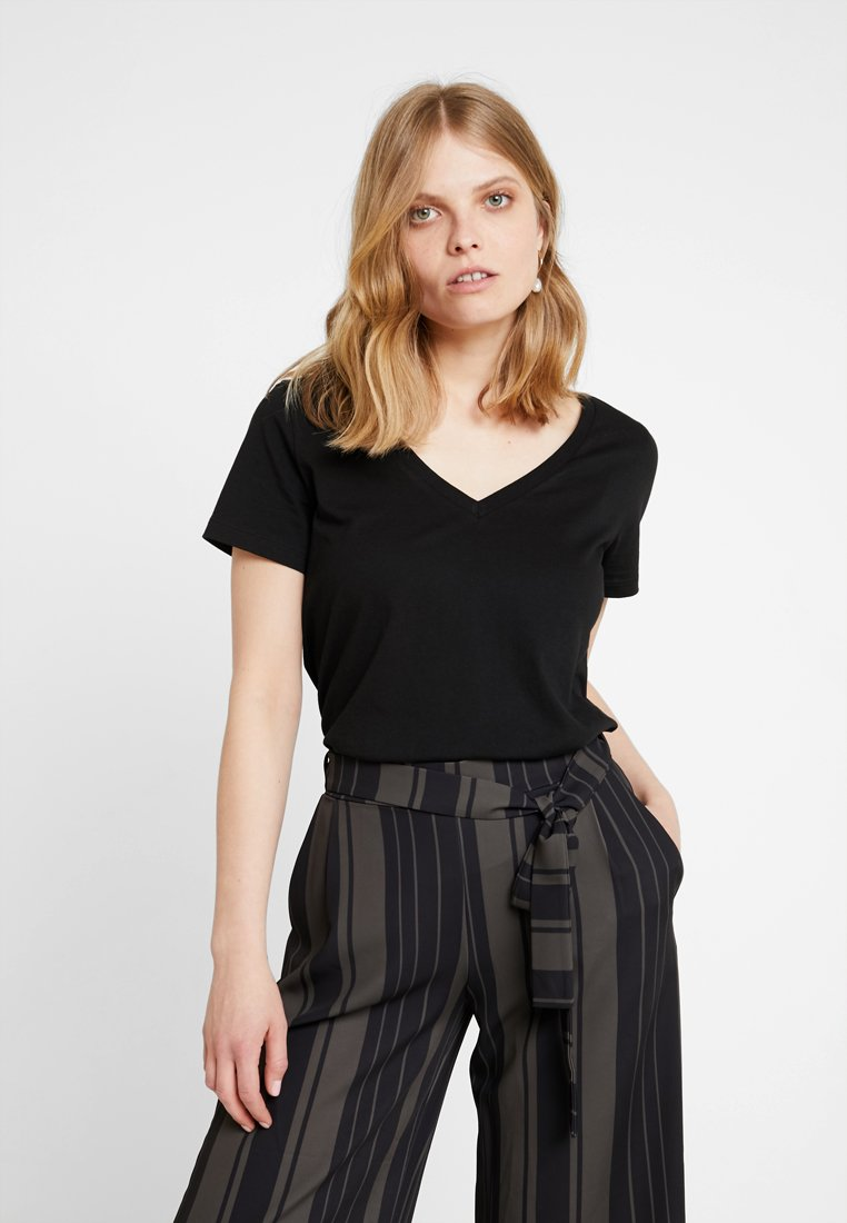 Zalando Essentials - T-shirts - black