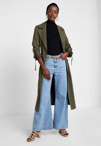 Zalando Essentials - Maglietta a manica lunga - black - 1