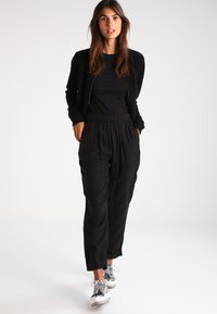 Zalando Essentials - T-shirt basique - black - 1