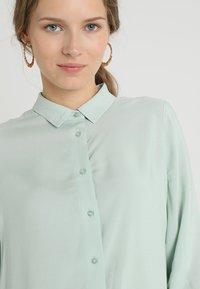 Zalando Essentials - Overhemdblouse - light green - 3