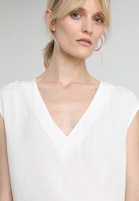 Zalando Essentials - Camicetta - off white - 3