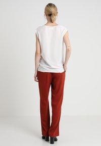 Zalando Essentials - Camicetta - off white - 2