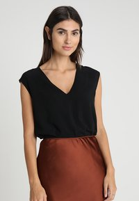 Zalando Essentials - Blusa - black - 0