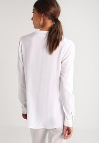Zalando Essentials - Košile - white - 2