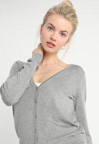 Zalando Essentials - Cardigan - mottled light grey - 3