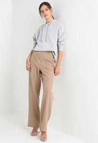 Zalando Essentials - Felpa con cappuccio - grey marl - 1