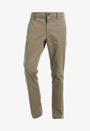 Pantalones chinos - oliv
