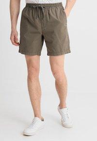 Zalando Essentials - Shorts - oliv - 0