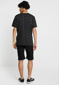 Zalando Essentials - Szorty jeansowe - black denim - 2