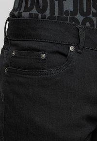 Zalando Essentials - Szorty jeansowe - black denim - 5