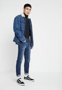 Zalando Essentials - Jeans slim fit - blue denim - 1