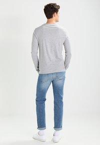Zalando Essentials - Camiseta de manga larga - mottled light grey - 2