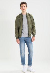 Zalando Essentials - Camiseta de manga larga - mottled light grey - 1