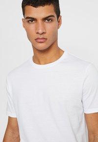 Zalando Essentials - 5 PACK - T-shirts - white - 3