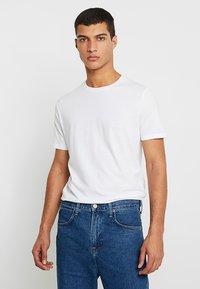 Zalando Essentials - 5 PACK - T-shirts - white - 0