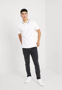 Zalando Essentials - 2 PACK - Koszulka polo - white - 0