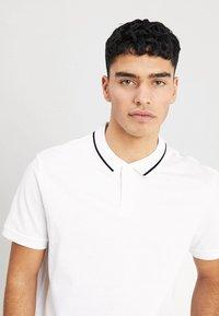 Zalando Essentials - 2 PACK - Koszulka polo - white - 4
