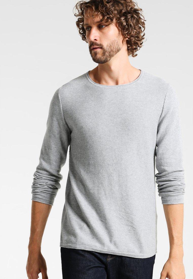 Zalando Essentials - CREW NECK ROUNDED HEM - Strikkegenser - light grey melange