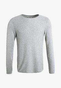 Zalando Essentials - CREW NECK ROUNDED HEM - Strikkegenser - light grey melange - 5