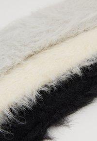 Zalando Essentials - 3 PACK - Chaussettes - off-white/black/grey - 2