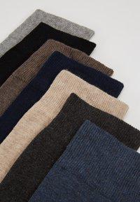 Zalando Essentials - 7 PACK - Socks - black/blue/brown - 2
