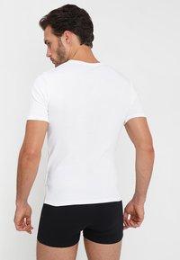 Zalando Essentials - 3 PACK - Camiseta interior - grey/black/white - 2