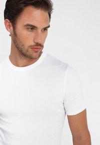 Zalando Essentials - 3 PACK - Camiseta interior - grey/black/white - 6