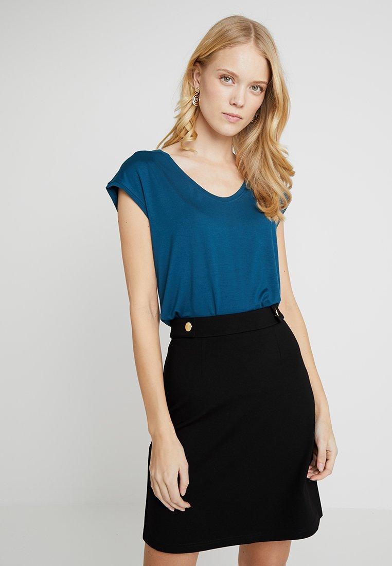 Zalando Essentials Tall - T-shirts print - legion blue