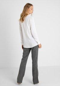 Zalando Essentials Tall - Blouse - white - 2