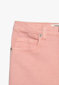 Zalando Essentials Kids - Shorts vaqueros - peach amber - 3
